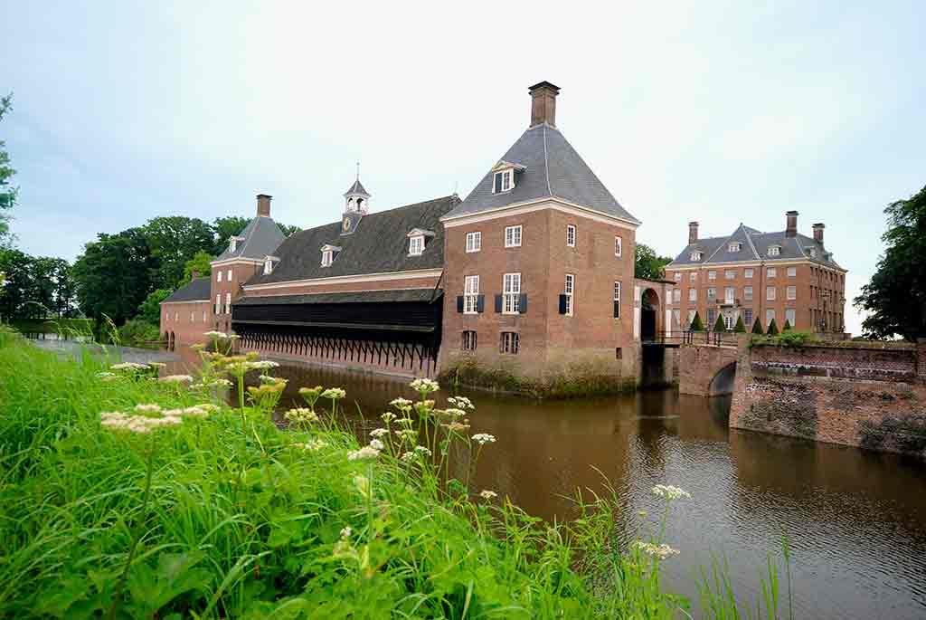 Best castles in Netherland Nijenrode-Castle- Amerongen-Castle