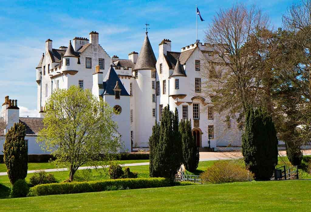 Famous Castles in Scotlan BLAIR-CASTLEd