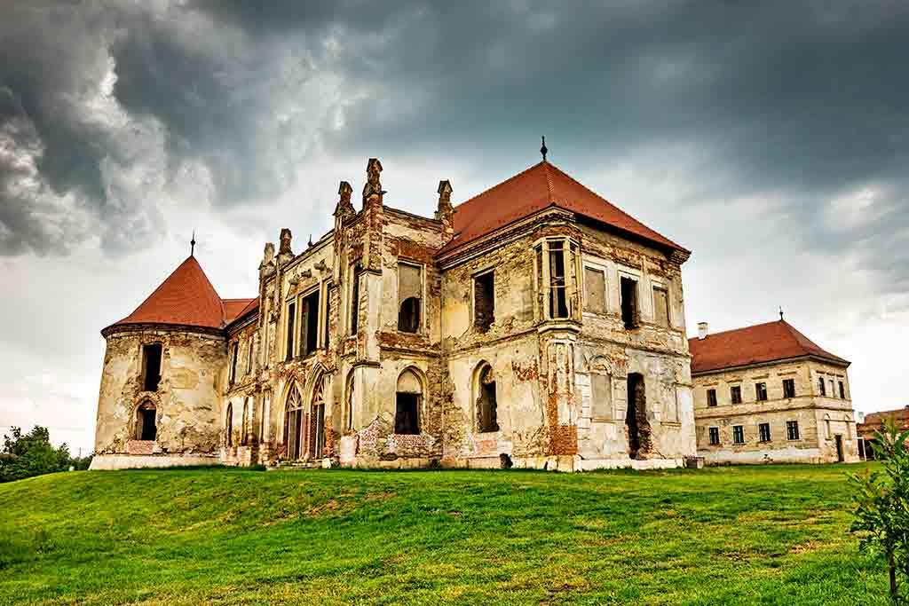 Castles in Romania Banffy-Castle