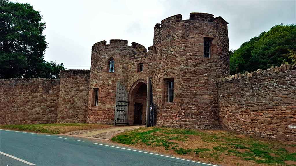 Best English Castles Beeston-Castle