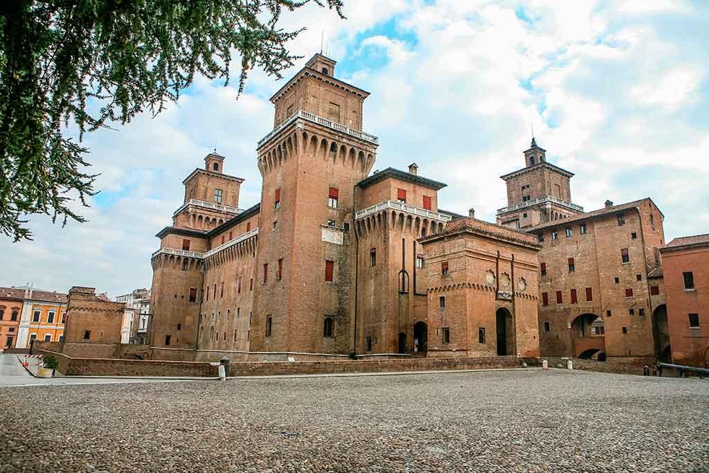 Best Castles in Italy Castello-Estense