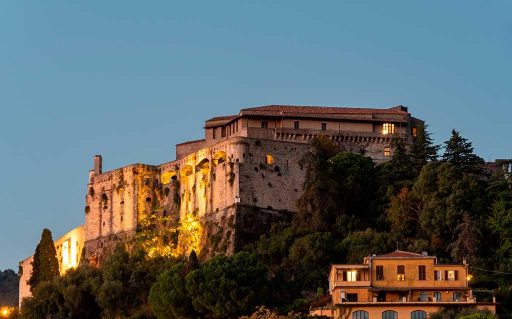 Castles in Italy Castello-Malaspina