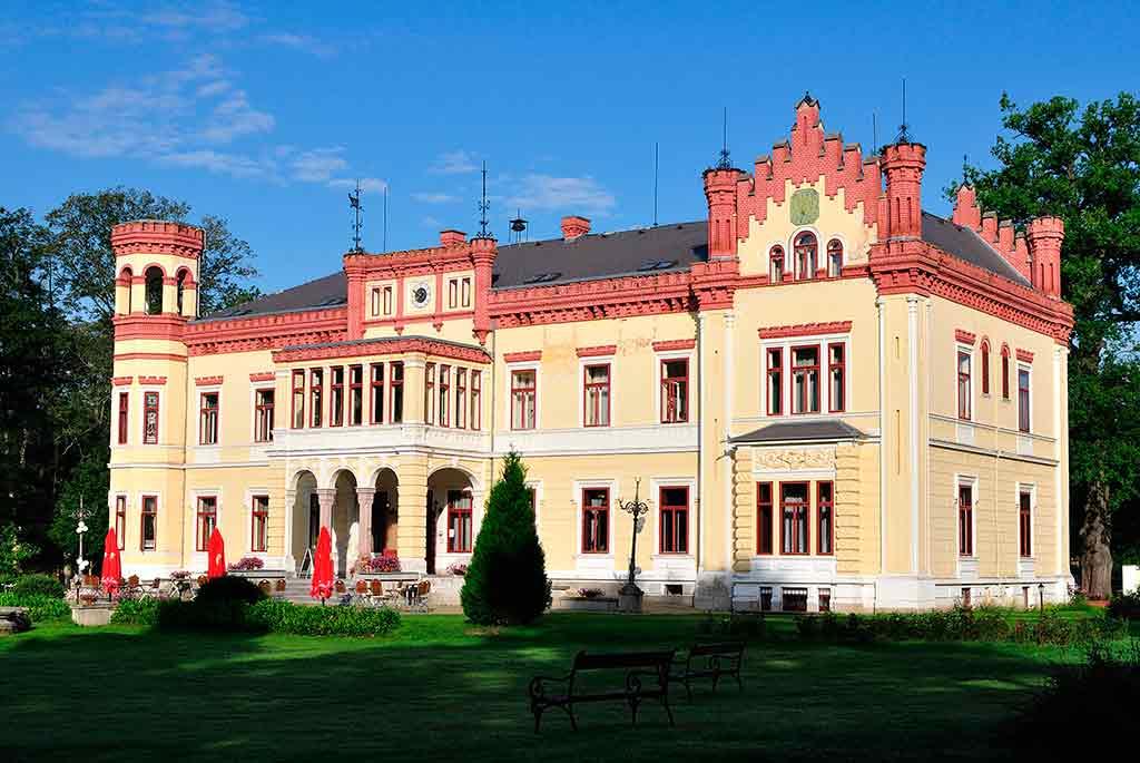 Famous Castles in Czech Castle Mostov