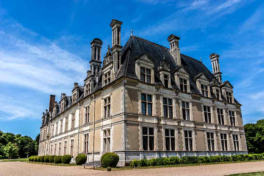 Best castles in Loire Valley Château-de-Beauregard