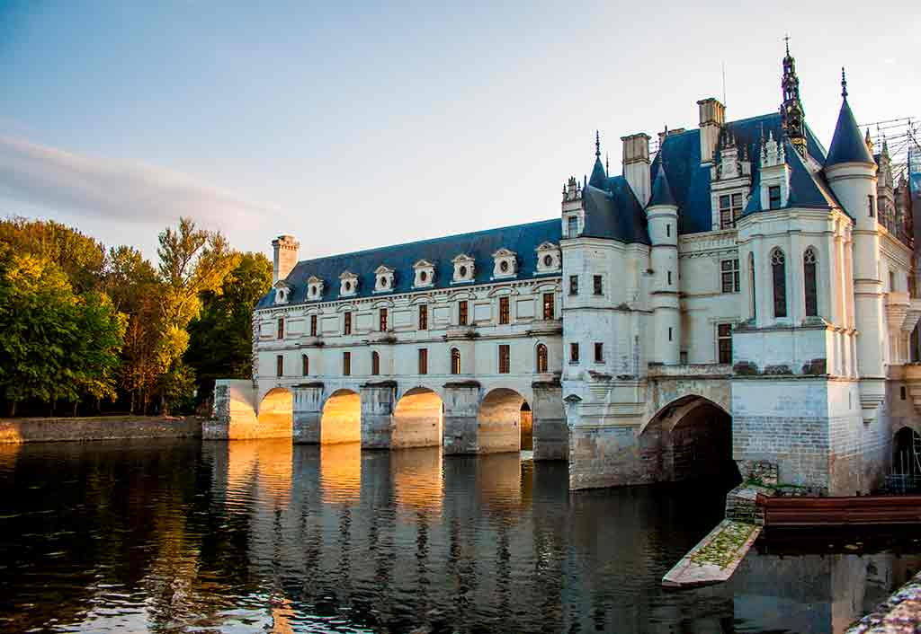 Famous Castles in Loire Valley Château-de-Chenonceau