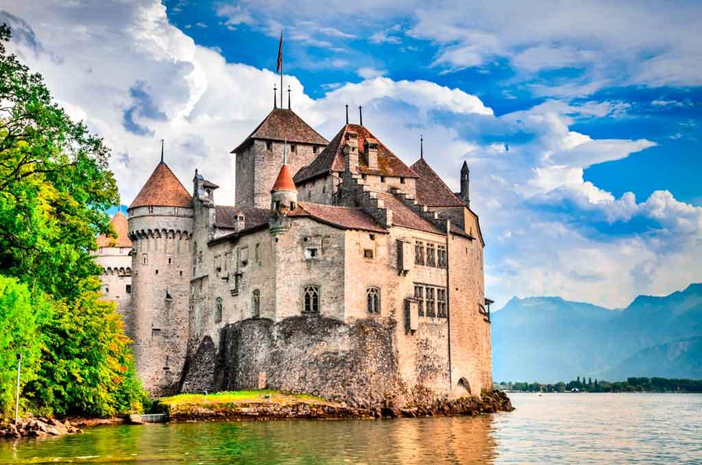 Famous Medieval Castles Château-de-Chillon