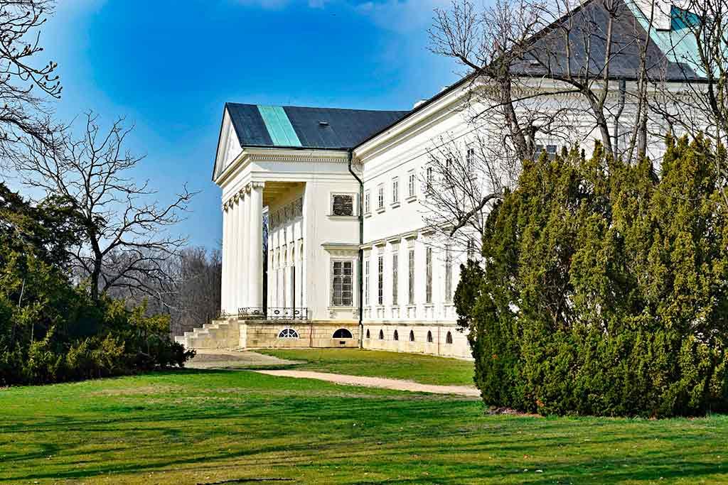 Famous Castles in Czech Chateau Kacina