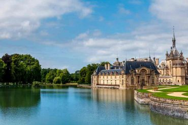 Castles in France Chateau de' Chantilly