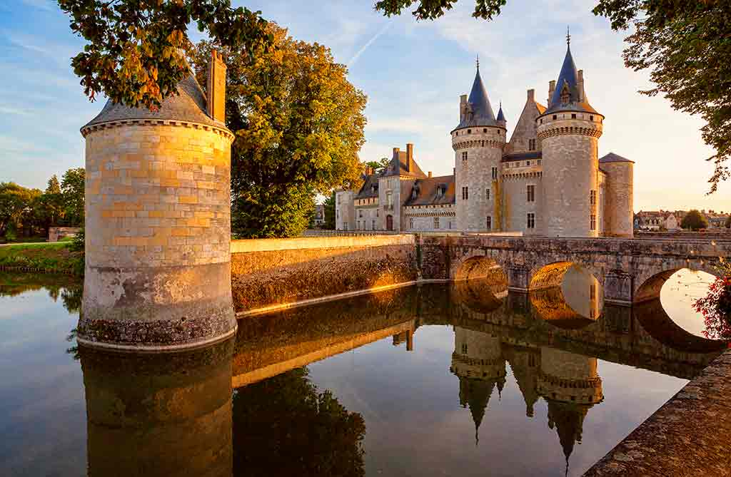 Best castles in Loire Valley Château-of-Sully-sur-Loire
