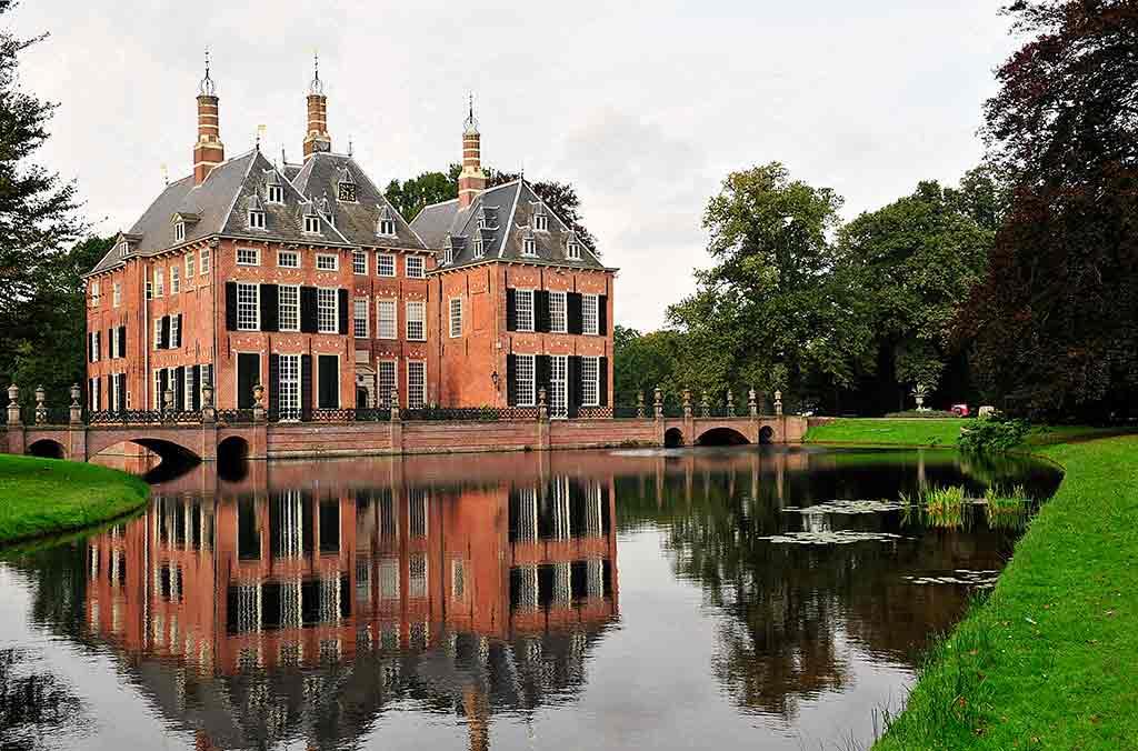 Castles in Netherlands Duivenvoorde-Castle