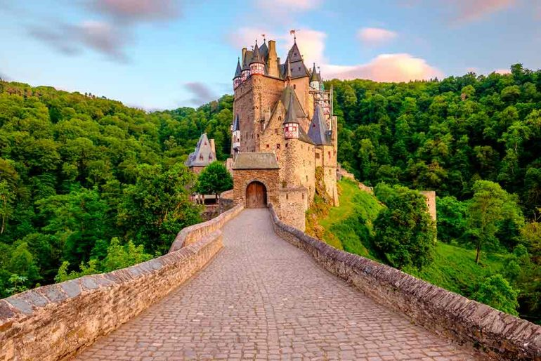 Castles in Germany Eltz-Castle