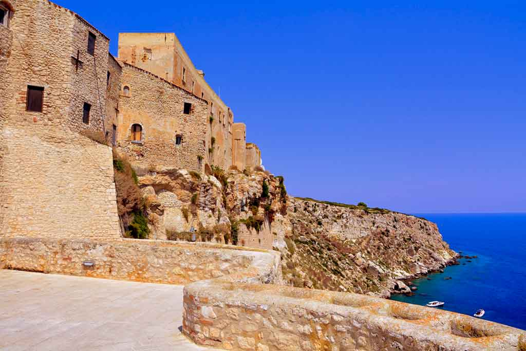 Best Castles in Italy Fortress-of-San-Nicola-Island