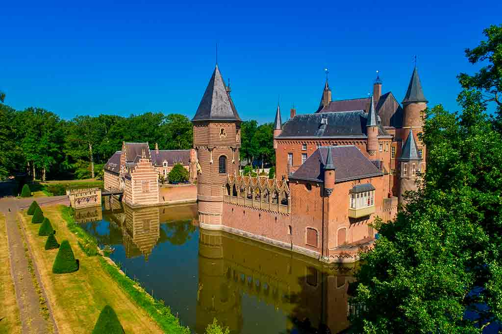 Castles in Netherlands Heeswijk-Castle