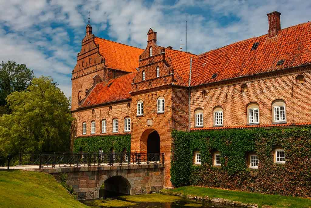 Castles in Denmark Holckenhavn castle