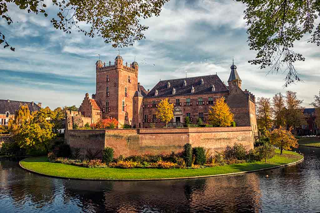 Castles in Netherlands Huis-Bergh