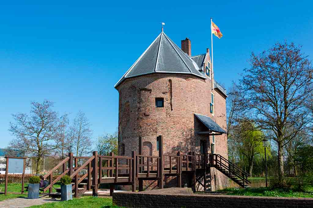 Famous Castles in Netherlands Huys-Dever