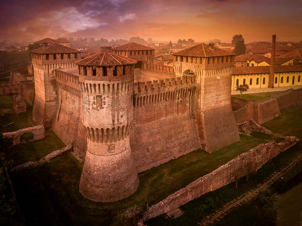 Best Castles in Italy Lombardia-Castello-di-Soncino