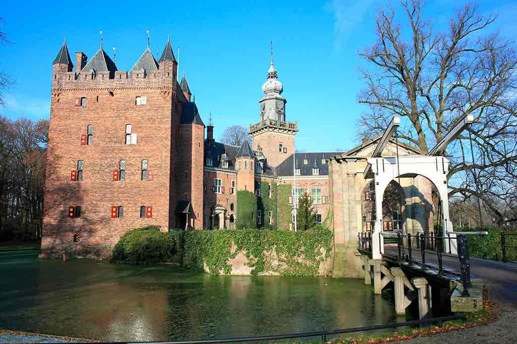 Best castles in Netherland Nijenrode-Castle-