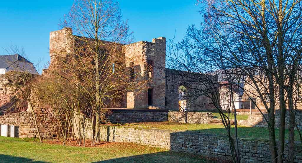 Best Luxembourger Castles Pettingen-Castle