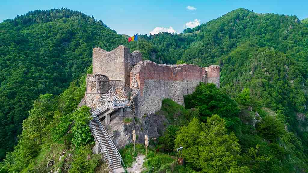 Castles in Romania Poenari-Fortress_Castle