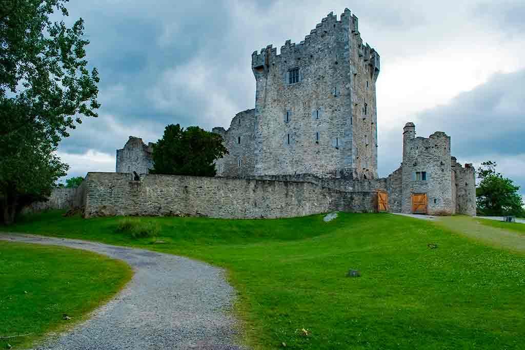 Best Castles in Ireland Ross-Castle
