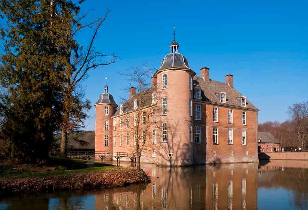 Famous Castles in Netherlands Slangenburg-Castle