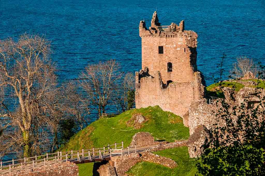 Famous Castles in Scotland Urquhart-Castle