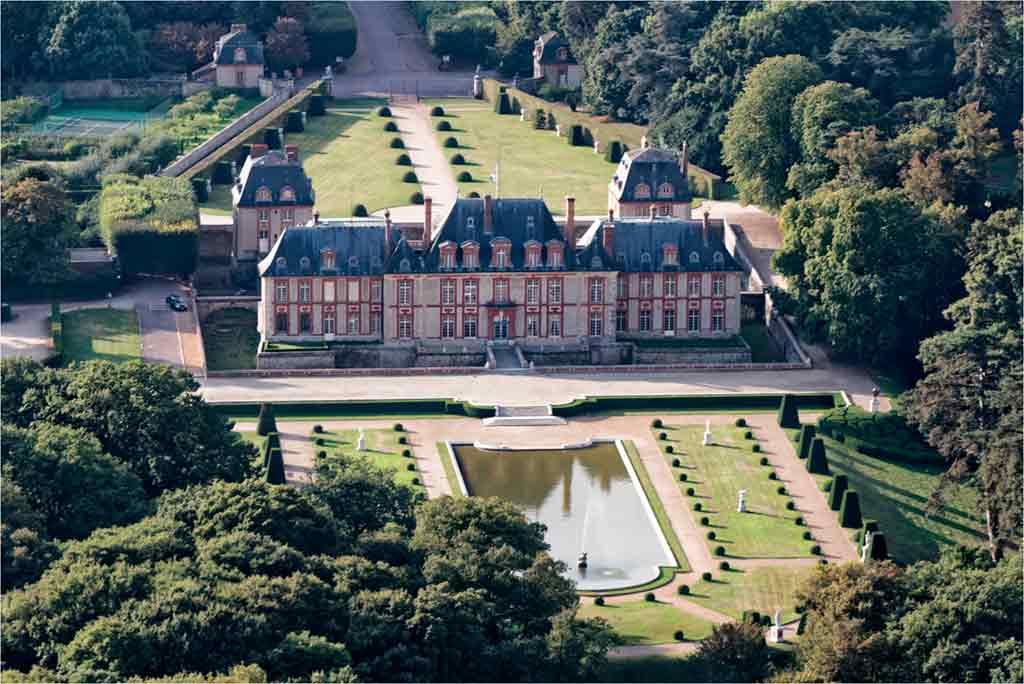 Castles near Paris Château-de-Breteuil
