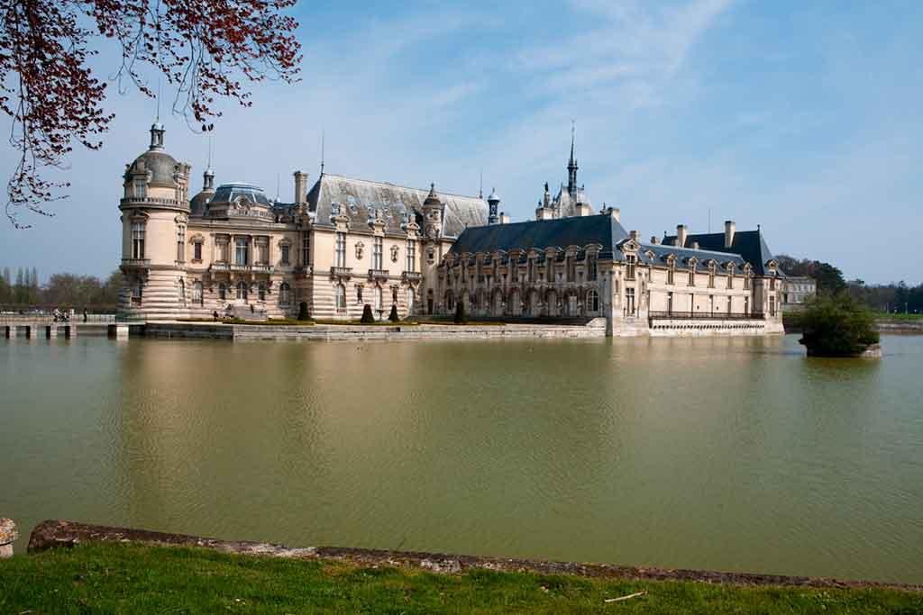 Castles near Paris Château-de-Chantilly