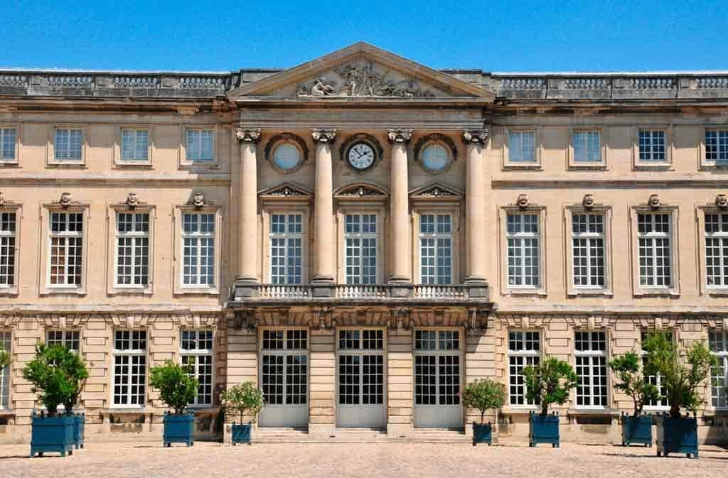 Castles near Paris Château-de-Compiègne