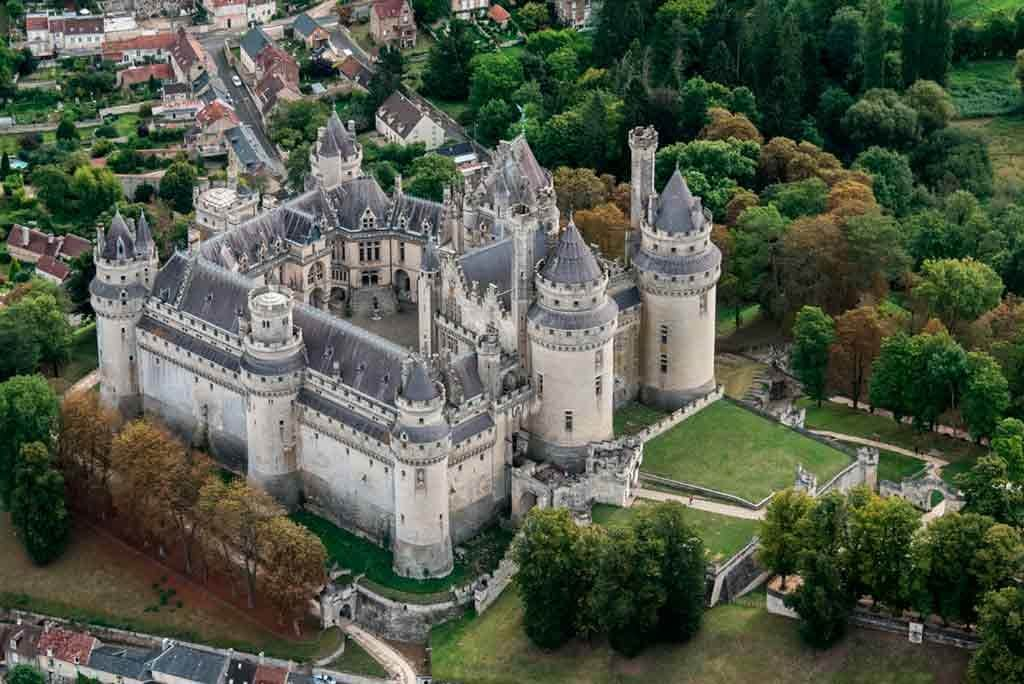 Castles near Paris Château-de-Pierrefonds