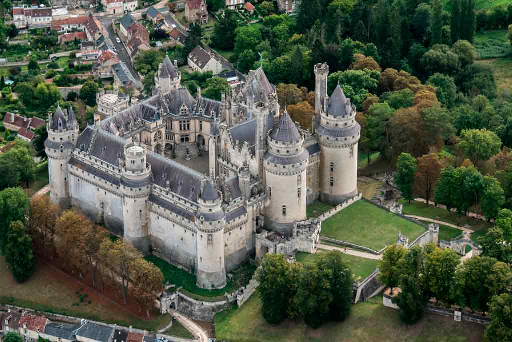 Castles near Paris Château-de-Pierrefonds