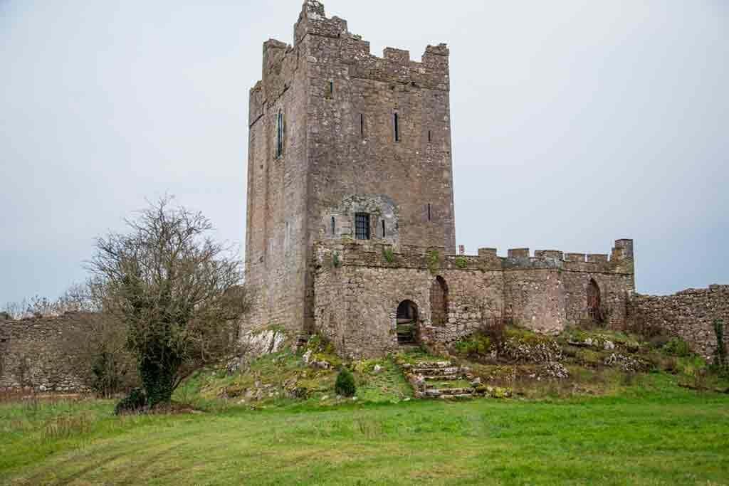 Famous haunted castles-Clonony-Castle