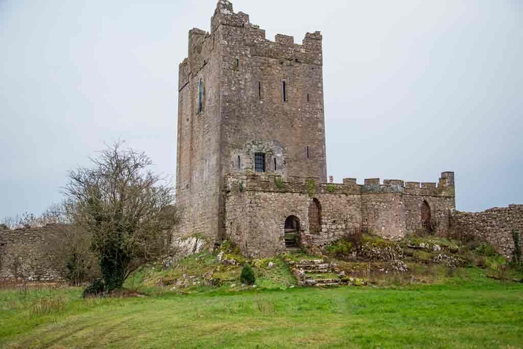 Famous haunted castles-Clonony-Castle