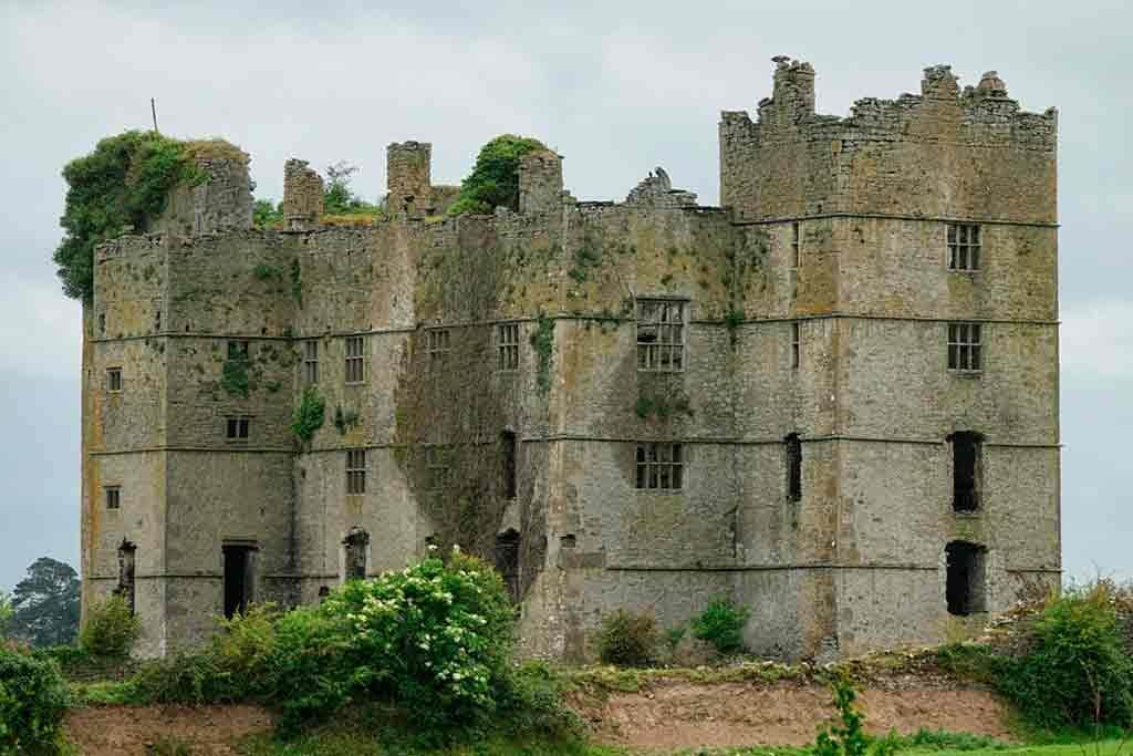 Best haunted castles-Loughmoe-Castle