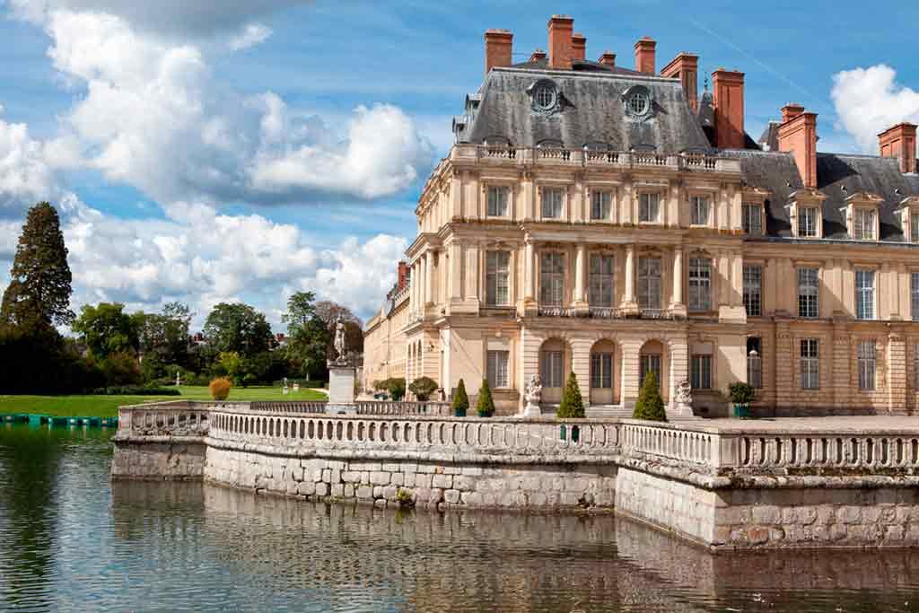 Castles near Paris Palace-of-Fontainebleau