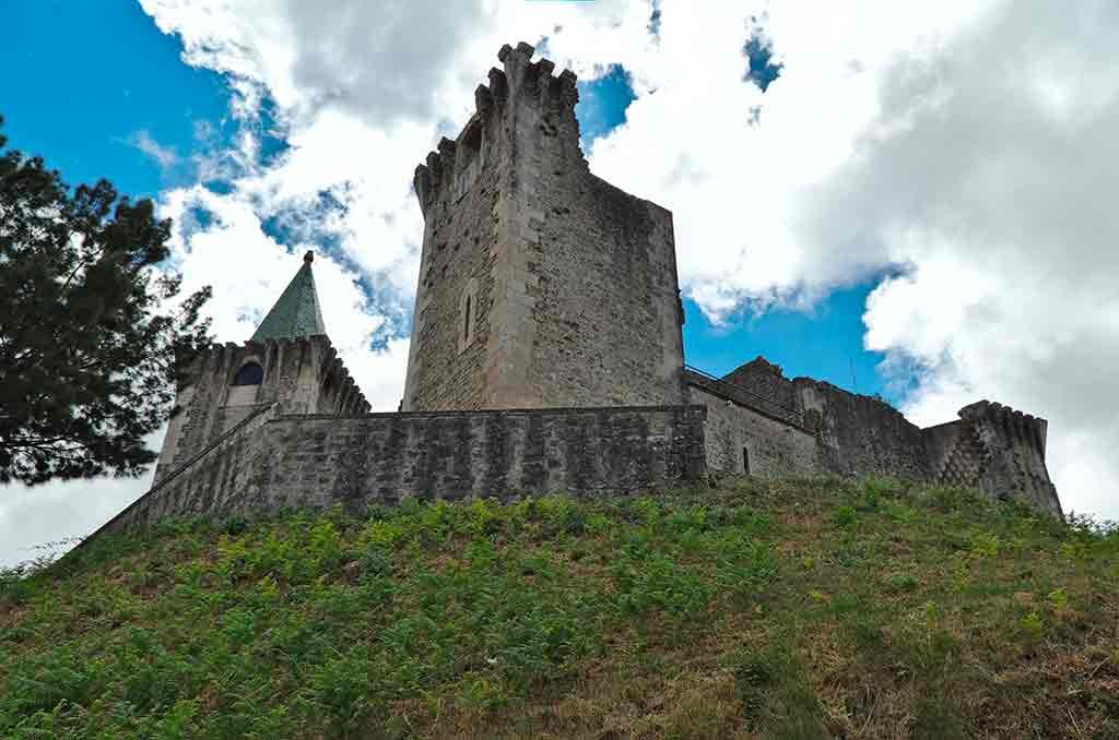Famous Castles in Portugal-Castelo-de-Porto-de-Mos