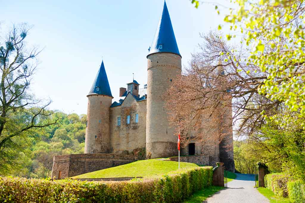 Castles in Belgium-Castle-of-Veves