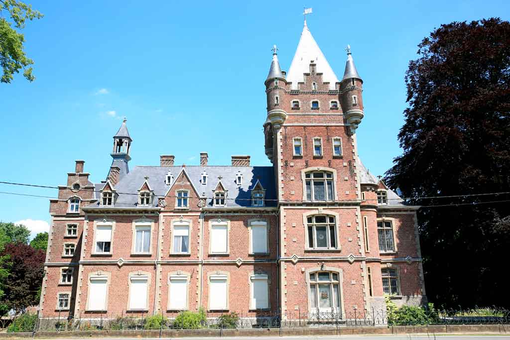 Best castles in Belgium-Chateau-de-Louvignies