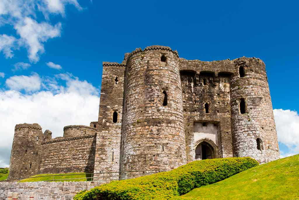 castles in South Wales-Kidwelly-Castle_-Castell-Cydweli