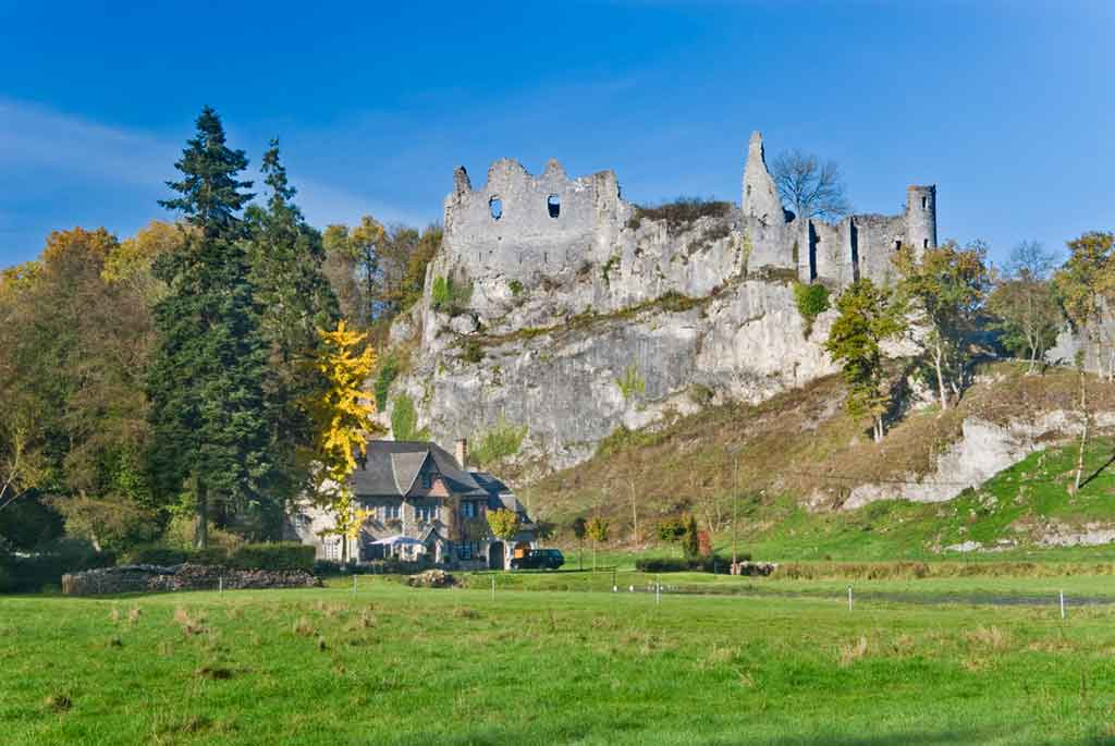 Castles in Belgium-Montaigle-Castle