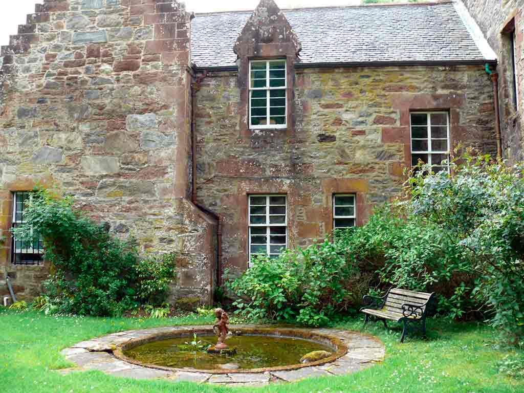 Best castles in Highlands-Castle-Leod