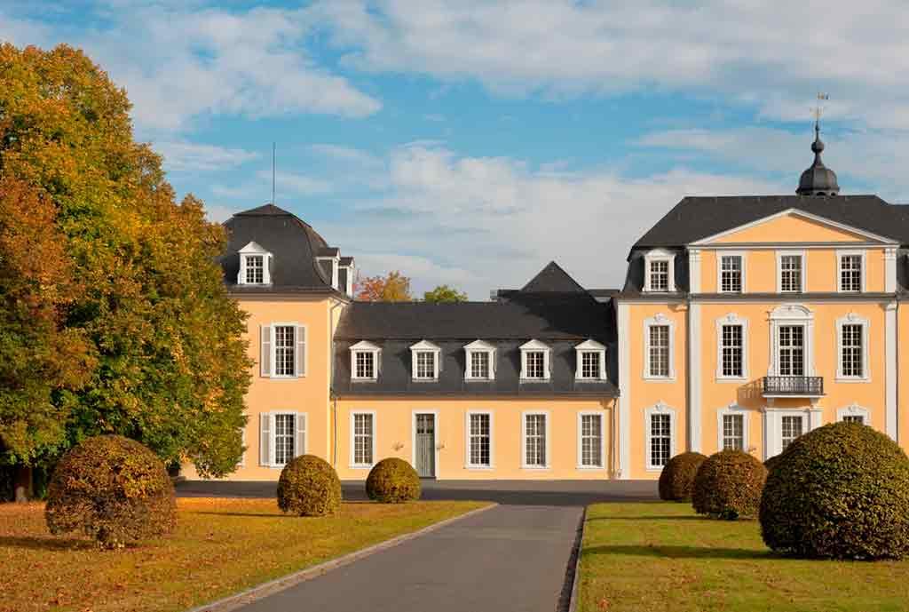 Best castles near Frankfurt-Castle-Oranienstein