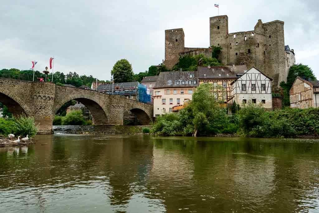 Castles near Frankfurt-Castle-Runkel