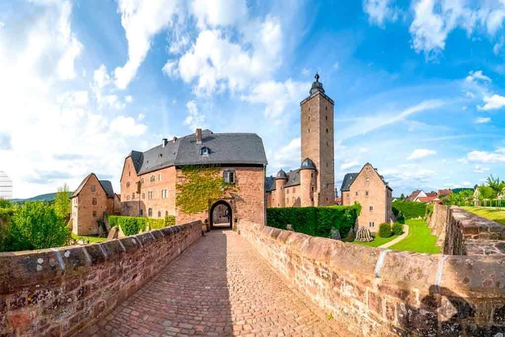 Best castles near Frankfurt-Castle-Steinau