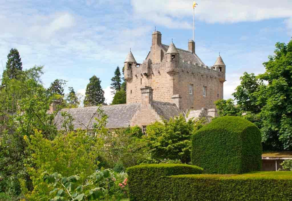 Castles in Highlands-Cawdor-Castle-and-Gardens