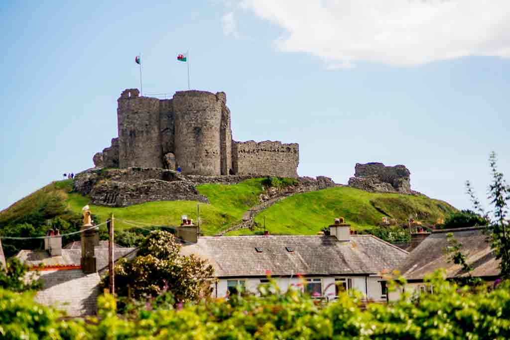 Castles in Northern Wales-Criccieth-Castle_-Castell-Cricieth
