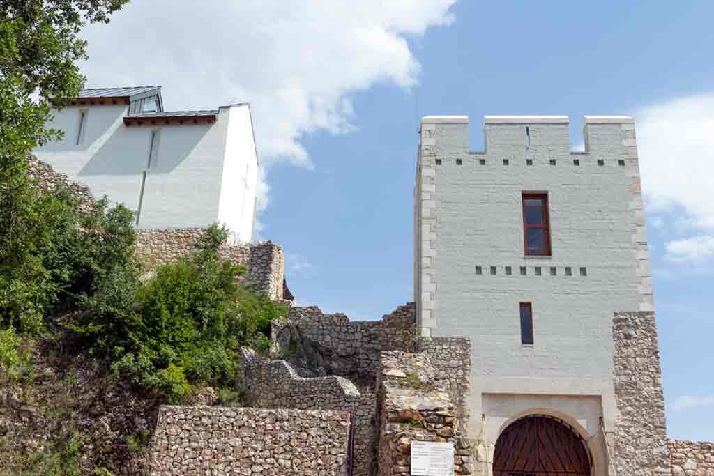 Best castles in Hungary-Csókakő-Castle