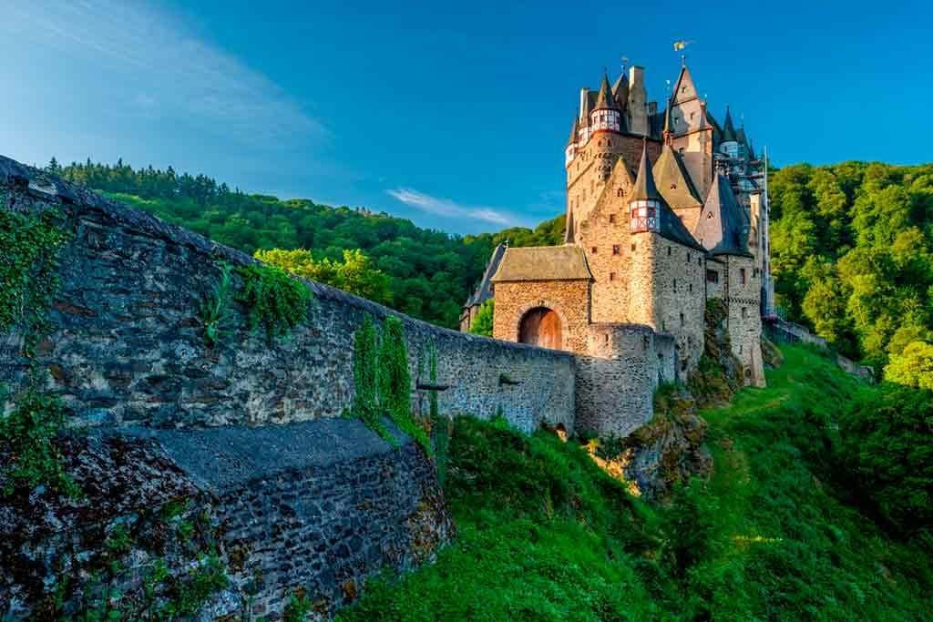 Best castles near Frankfurt-Eltz-Castle