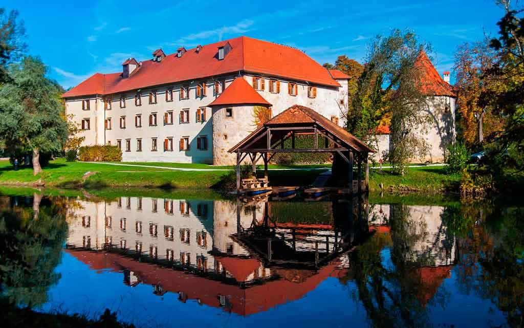 Famous Castles in Slovenia-Otocec-Castle